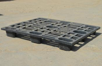 Поддон пластиковый 1000х1200 б/у облегченный (перфорированный)